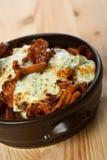 Casseruola con le patate ed il galletto Immagini Stock Libere da Diritti