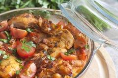 Casseruola del pollo in un piatto resistente al calore Fotografie Stock Libere da Diritti