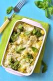 Casseruola della pasta con i broccoli, il cavolfiore ed il formaggio Immagini Stock