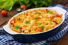 Casseruola della pasta, pomodoro, bacon fotografia stock