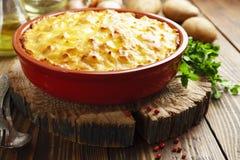 Casseruola della patata con carne immagini stock