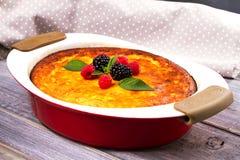 Casseruola dolce della ricotta del formaggio dell'agricoltore Torta di formaggio casalinga Fotografia Stock