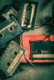 Cassete áudio antiga com fones de ouvido e walkman Fotografia de Stock Royalty Free