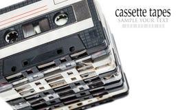 Cassetes de banda magnética velhas isoladas no branco Fotografia de Stock