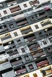 Cassetes de banda magnética velhas sobre o fundo Fotos de Stock Royalty Free