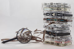 Cassetta, cercante i vecchi pezzi dal 70& x27; s Fotografia Stock Libera da Diritti