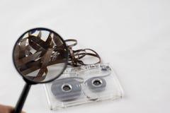 Cassetta, cercante i vecchi pezzi a partire dagli anni 70 Fotografie Stock Libere da Diritti