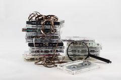 Cassetta, cercante i vecchi pezzi a partire dagli anni 70 Fotografia Stock Libera da Diritti