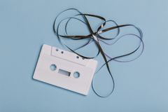 Cassetta compatta bianca in bianco immagini stock
