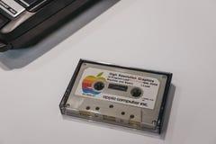 Cassetta del carico di programma di Apple Macintosh su esposizione dentro il museo di Apple a Praga, repubblica Ceca fotografie stock