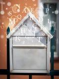 Cassetta delle lettere con le lettere che escono Fotografia Stock