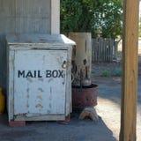 Cassetta delle lettere nell'entroterra fotografia stock