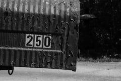 Cassetta delle lettere numero 250 del metallo in bianco e nero Immagini Stock
