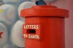 Cassetta delle lettere per le lettere al Babbo Natale Immagine Stock Libera da Diritti