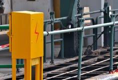 Cassetta di controllo di elettricità nel bacino di trasporto Fotografie Stock Libere da Diritti