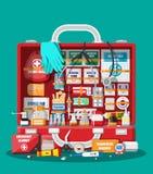 Cassetta di pronto soccorso con attrezzatura medica Immagini Stock