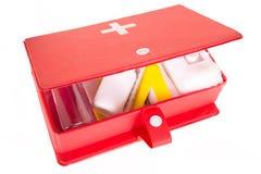 Cassetta di pronto soccorso su un fondo bianco Fotografie Stock