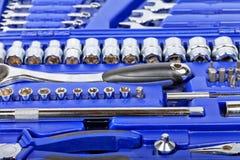 Cassetta portautensili con differenti tipi di chiavi Immagini Stock Libere da Diritti