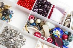 Cassetta portautensili con gli accessori dei gioielli di modo Immagine Stock Libera da Diritti