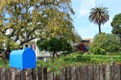 Cassetta postale blu Fotografie Stock Libere da Diritti