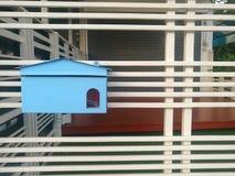 Cassetta postale blu Immagini Stock Libere da Diritti