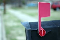 Cassetta postale con la bandierina in su Fotografie Stock Libere da Diritti