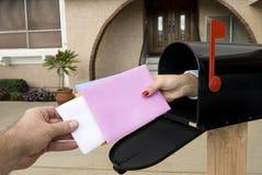 Cassetta postale e posta di trasporto immagine stock