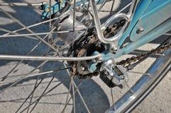 Cassetta posteriore della bici sulla ruota con la catena Immagine Stock