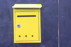 Cassette delle lettere gialle Fotografia Stock Libera da Diritti