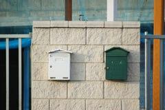Cassette delle lettere su fabbricato industriale Fotografia Stock