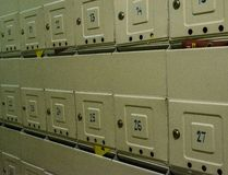 Cassette delle lettere sulla parete fotografia stock