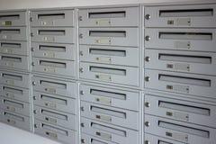 Cassette delle lettere in una fila Fotografia Stock