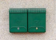 Cassette delle lettere verdi su una parete del granito Fotografia Stock