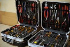 Cassette portautensili aperte con gli strumenti Immagine Stock