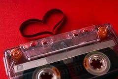 Cassette sonore avec la bande magnétique dans la forme du coeur Photos libres de droits