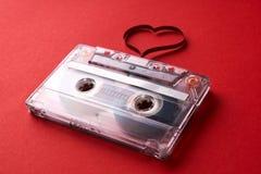 Cassette sonore avec la bande magnétique dans la forme du coeur Photos stock