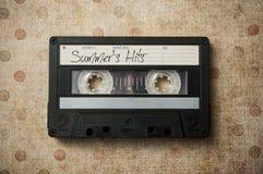 """cassette sonore coups avec des textes les """"de l'été sur le fond de cru photos stock"""