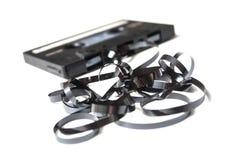 Cassette sonore de cru avec la bande magnétique dehors dessus photo libre de droits