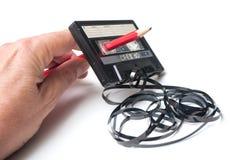 cassette sonore de cru avec la bande magnétique en dehors du rew images libres de droits