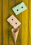 Cassette sonore en pastel colorée et klaxon vide de gaufre photo libre de droits