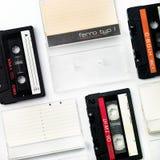 Cassettes viejos y cajas aislados en blanco Imagenes de archivo