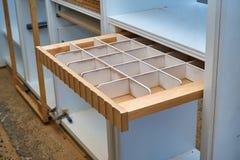 Cassetto per le cinghie Dettaglia la produzione del legno Immagini Stock