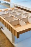 Cassetto per le cinghie Dettaglia la produzione del legno Fotografie Stock