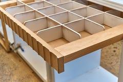 Cassetto per le cinghie Dettaglia la produzione del legno Fotografia Stock Libera da Diritti