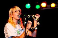 Cassie Ramone, da Vivian Girls (banda), esegue a Razzmatazz della discoteca Immagini Stock Libere da Diritti