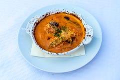 Cassolette του scampi με τη σάλτσα ντοματών και το τυρί φέτας Στοκ Φωτογραφίες