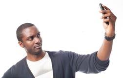 Cassual kleedde de zwarte mens maakt een zelfportret Royalty-vrije Stock Fotografie