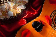 Castañuelas en la guitarra Foto de archivo libre de regalías
