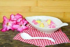 Castagne d'acqua croccanti in crema della noce di cocco Fotografia Stock Libera da Diritti