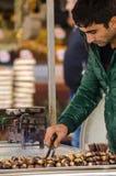 Castagne di torrefazione del venditore ambulante Fotografia Stock Libera da Diritti